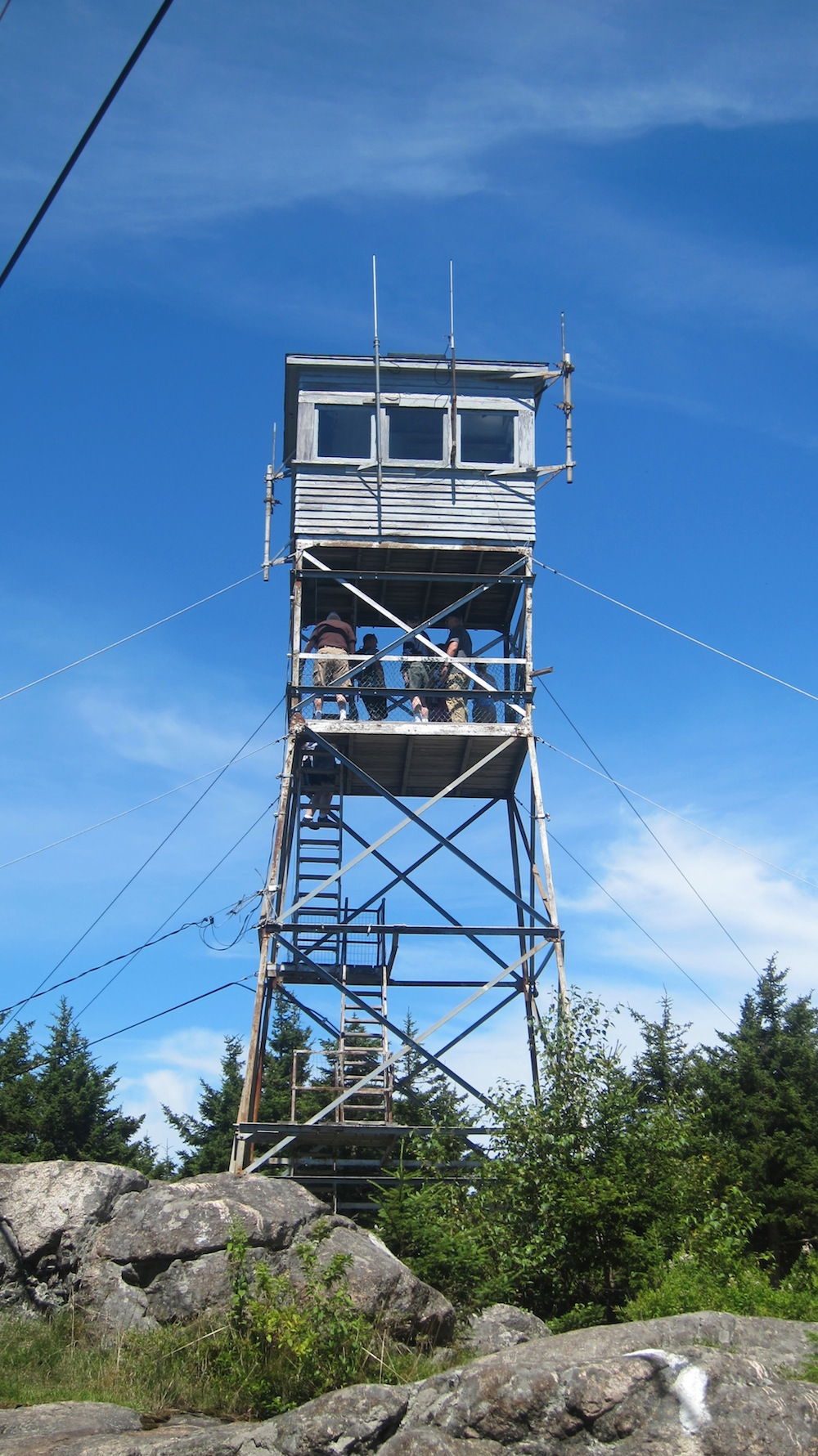Here's the Belknap fire tower. You can see people that crowded the platform where I did my SOTA activation. They came up after I was finished.