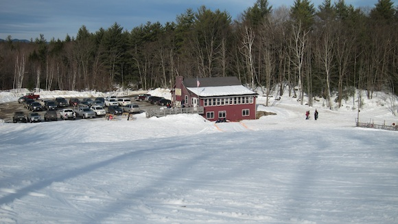 Here's the cozy Veterans Memorial Ski lodge. Come during the week and you have the entire hill to yourself. Photo credit: Tim Carter, W3ATB